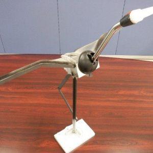 サッシ関係の廃材のみの羽ばたく鶴