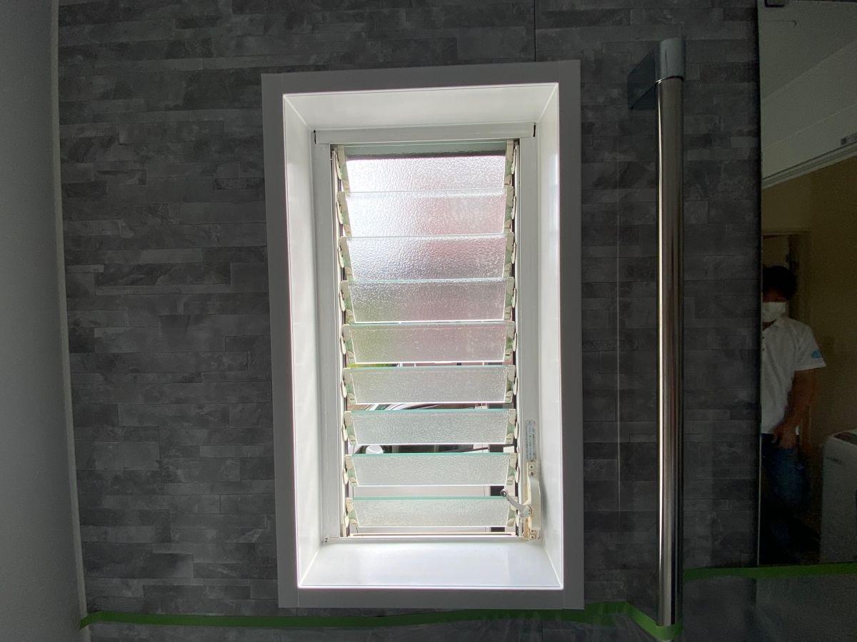 マドリモ・縦すべり出し窓の施工事例
