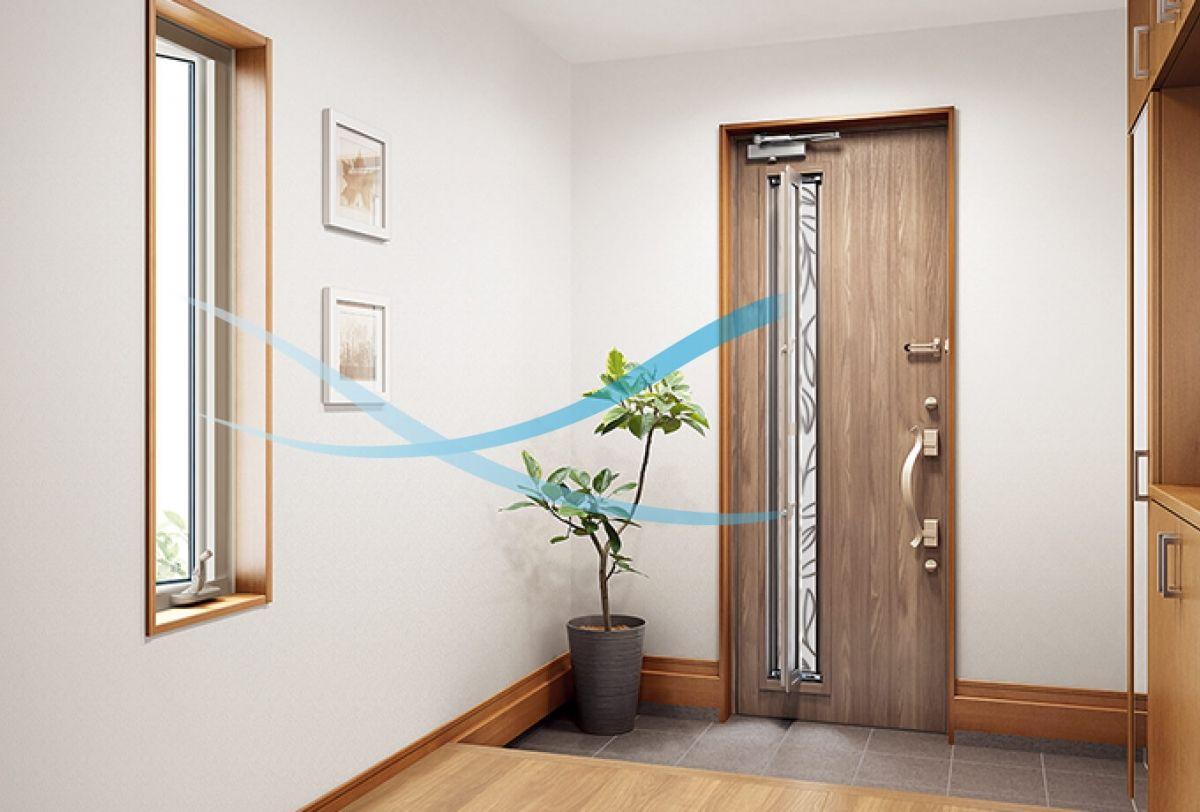玄関と対角線の窓