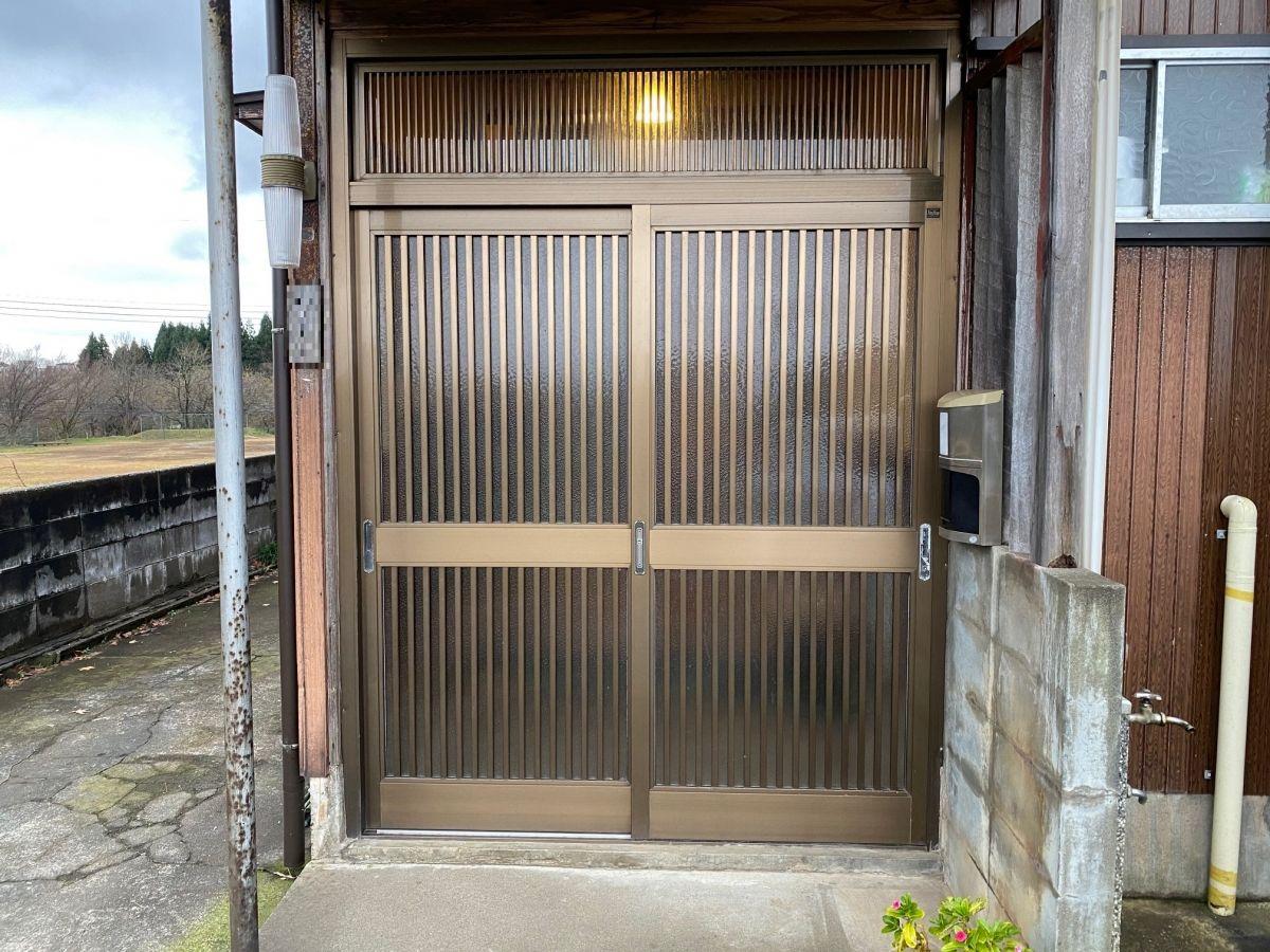 長岡市 玄関引戸交換工事~重厚感ある新しい玄関へ