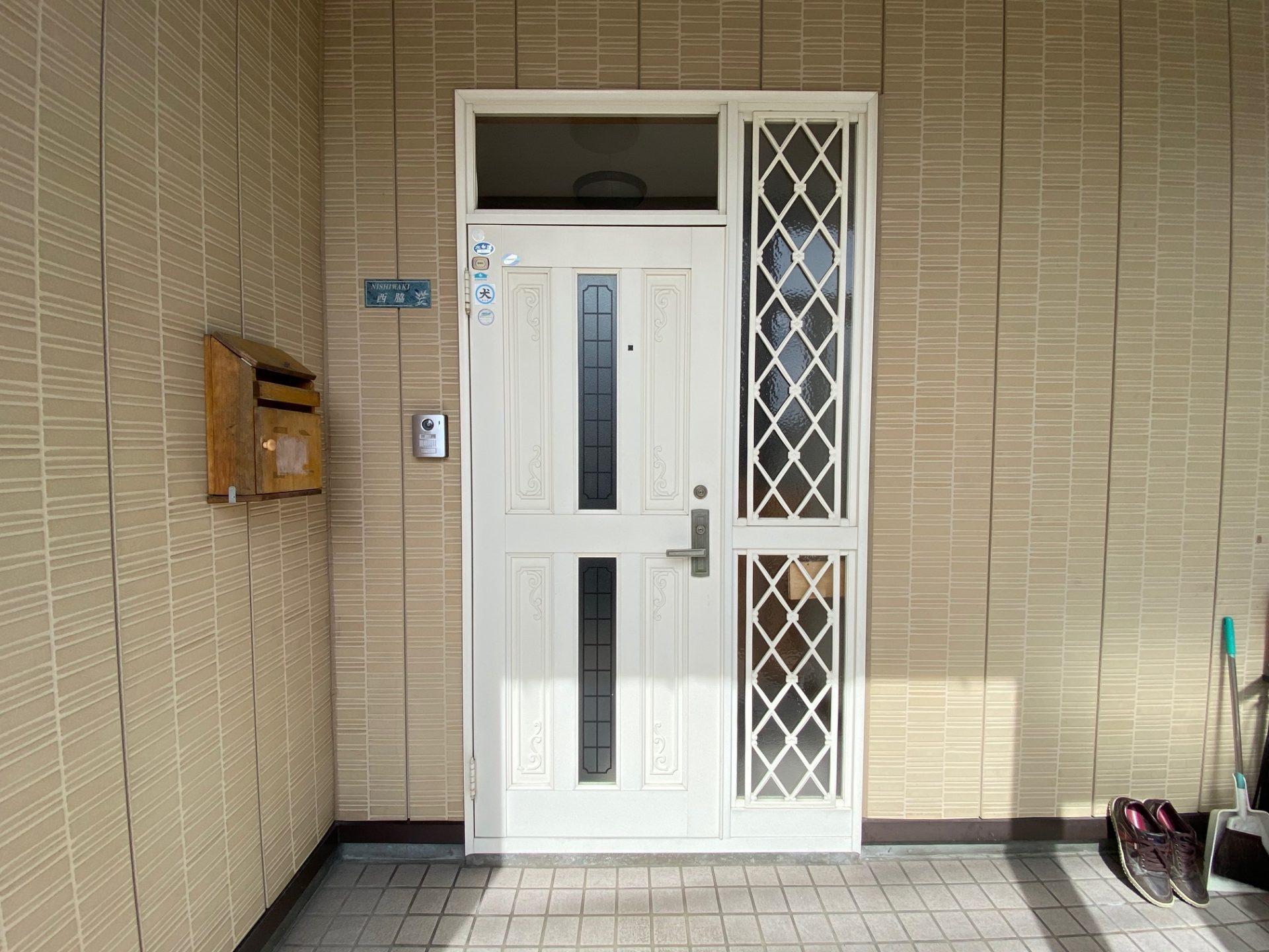 長岡市 玄関ドア交換工事~明るい玄関の作り方