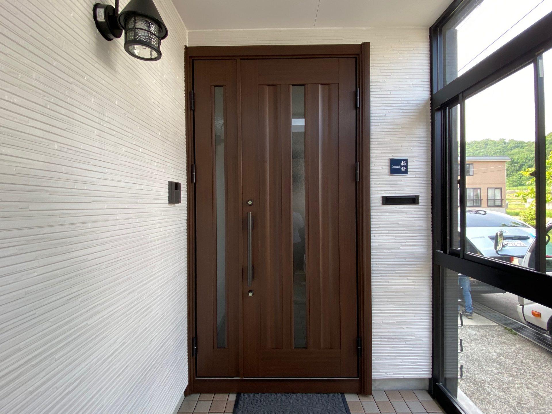 小千谷市 玄関ドア交換工事~生まれ変える玄関先♪