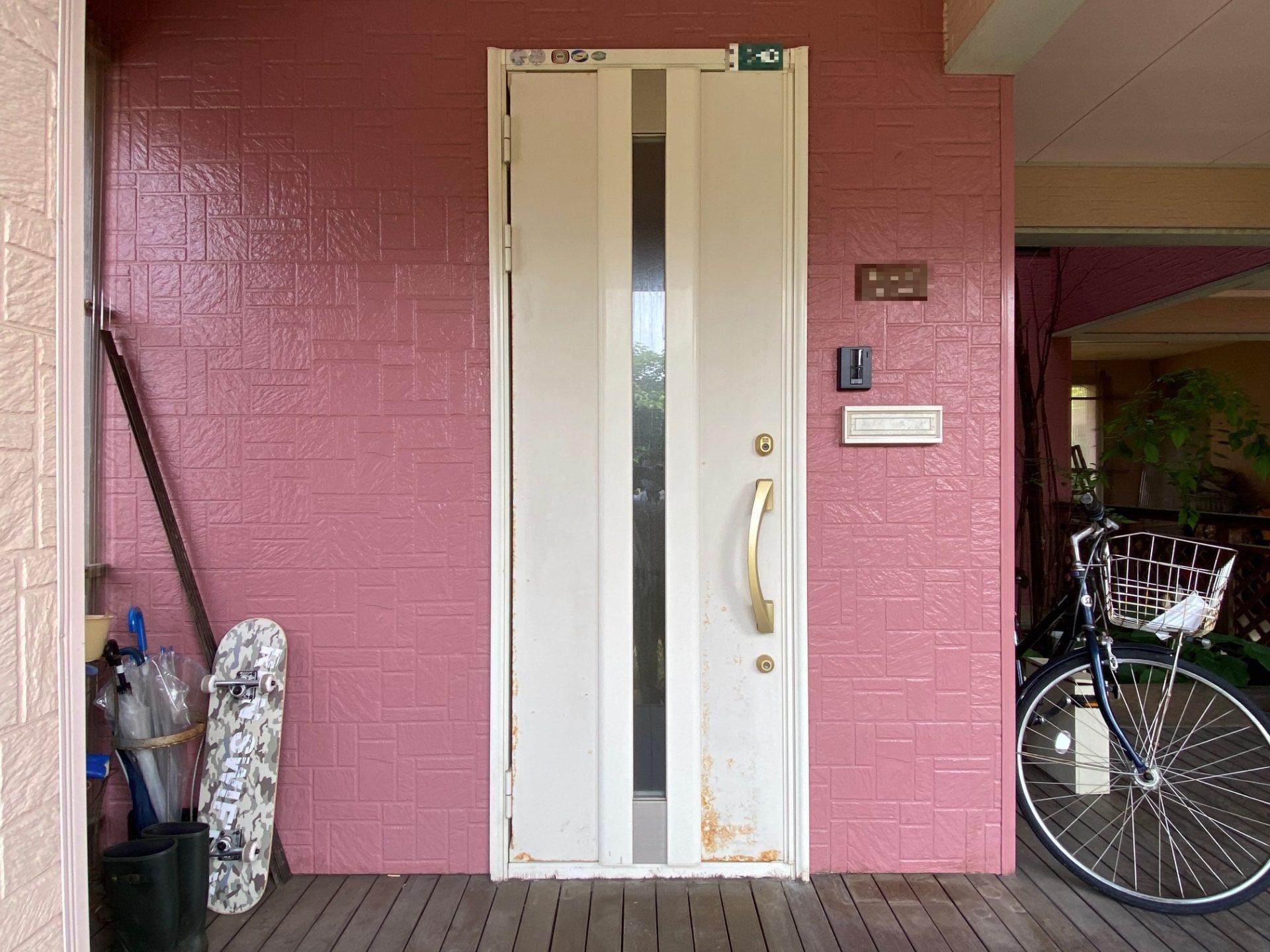 柏崎市 玄関ドア交換工事~ナチュラルな板張りデザイン♪