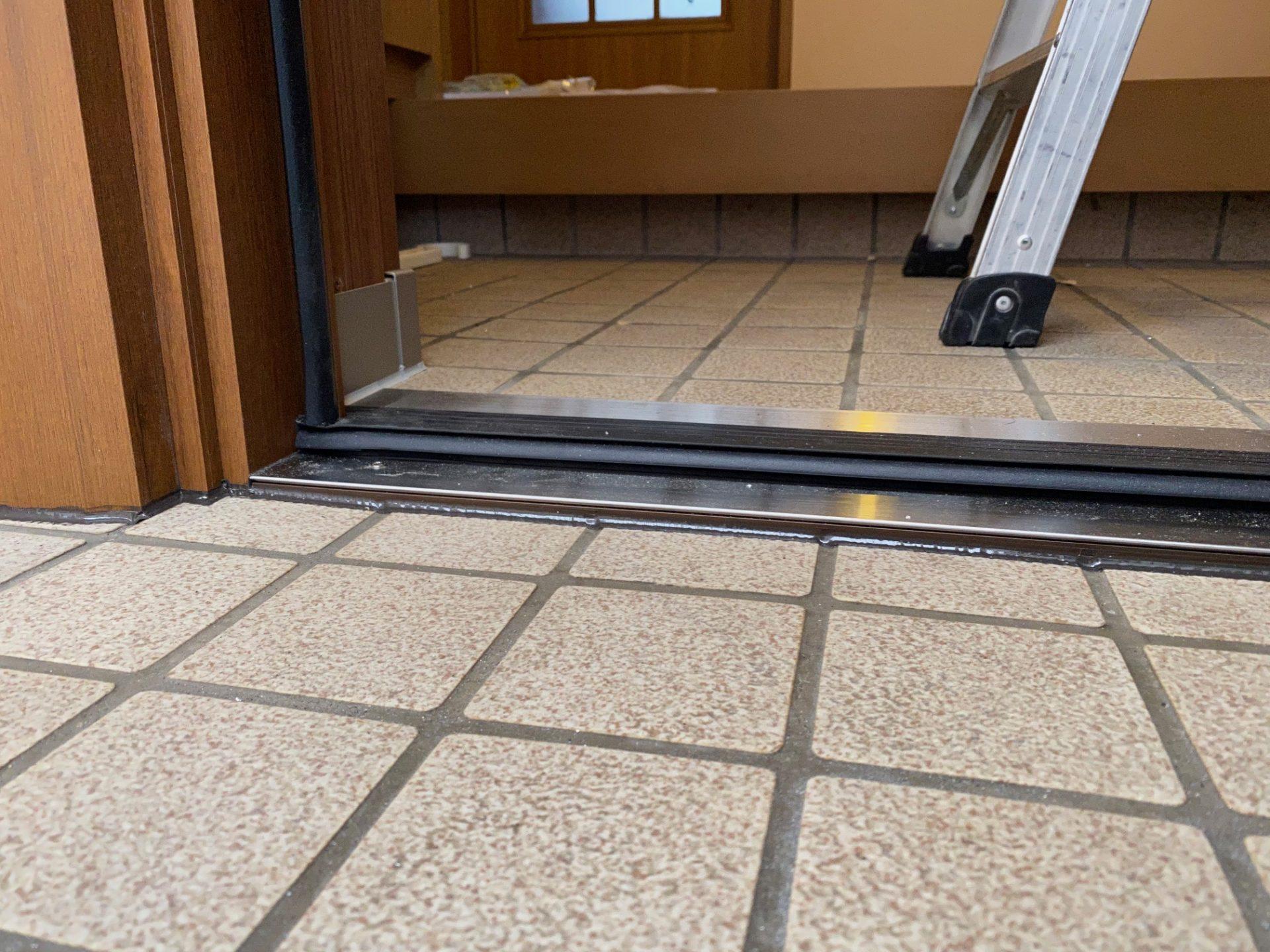 燕市で玄関と勝手口の同時交換~ドア部分を断熱対策