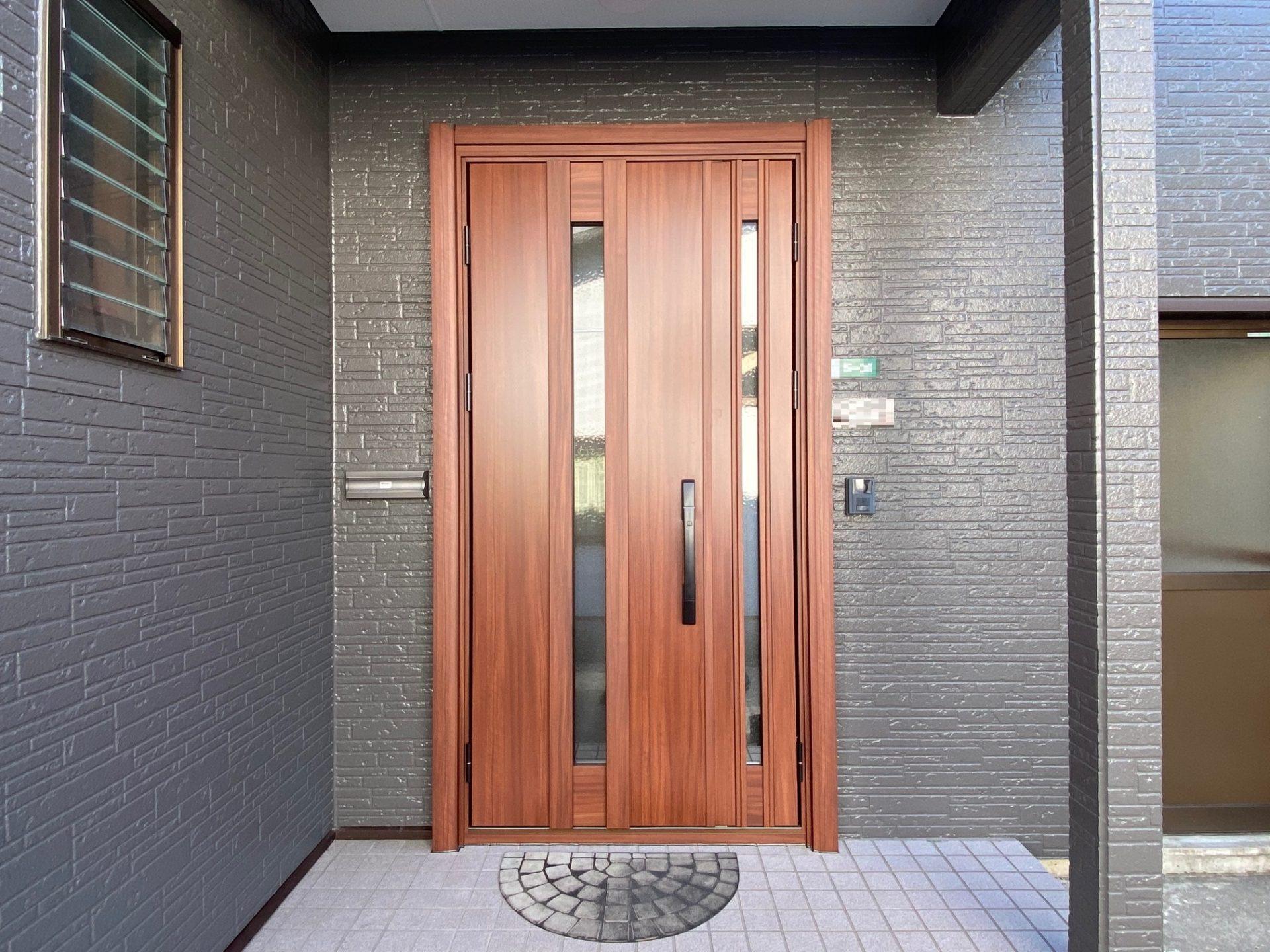 柏崎市 暖かい(性能・デザインの)玄関リフォーム